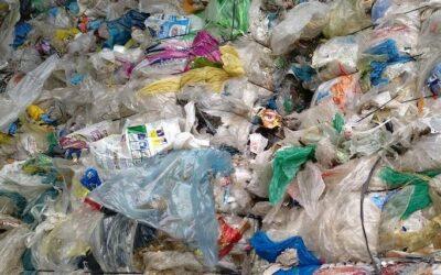 Nestlé reintroduce residuos plásticos en embalajes secundarios