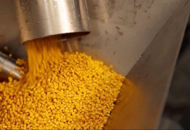 plastico granza amarillo